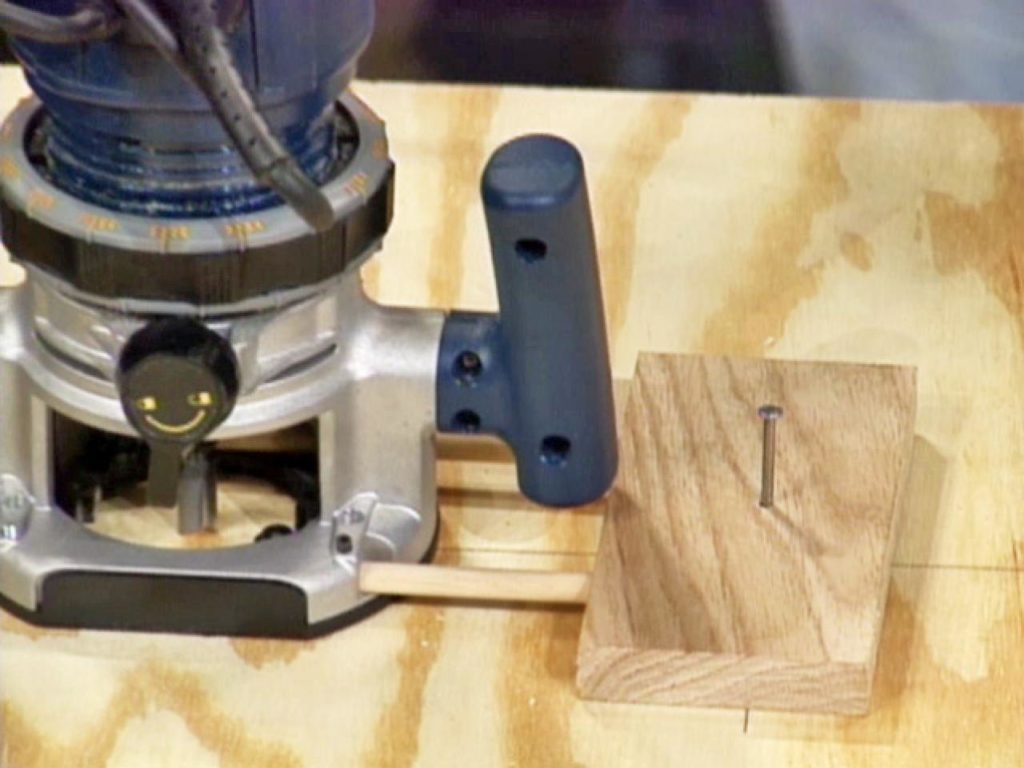 how to use a router to cut wood