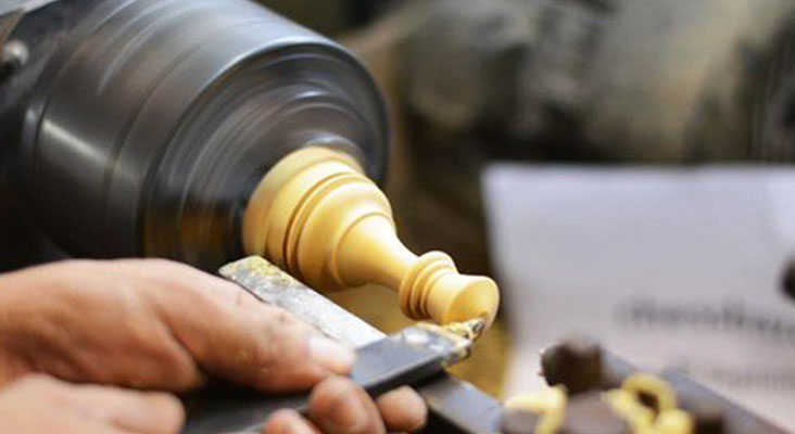 how to use a lathe to cut wood